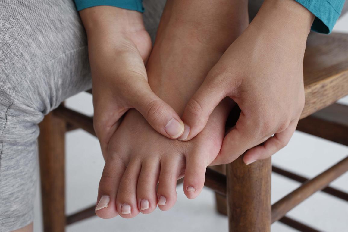 痛い と の 足 押す 甲