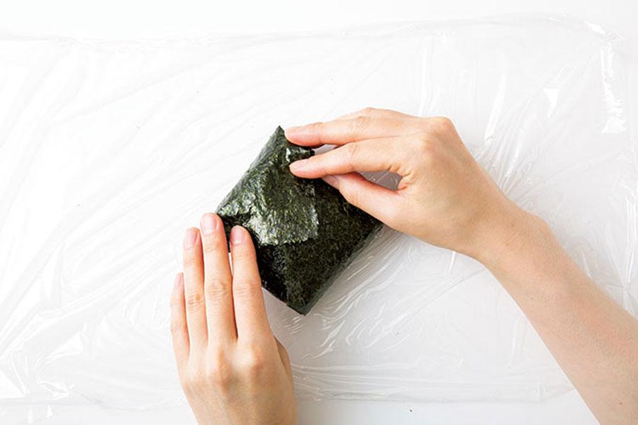 ツナマヨネーズのおにぎらず03-3