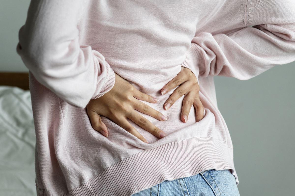 の 背中 痛み もたれ 胃
