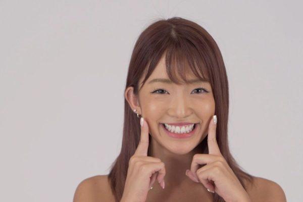 魅力的な表情をつくるスマイルエクササイズ|LOWMEL式表情筋トレーニング