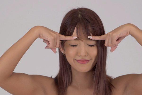 魅力的な表情をつくる眼球回し&目開きエクササイズ|LOWMEL式表情筋トレーニング